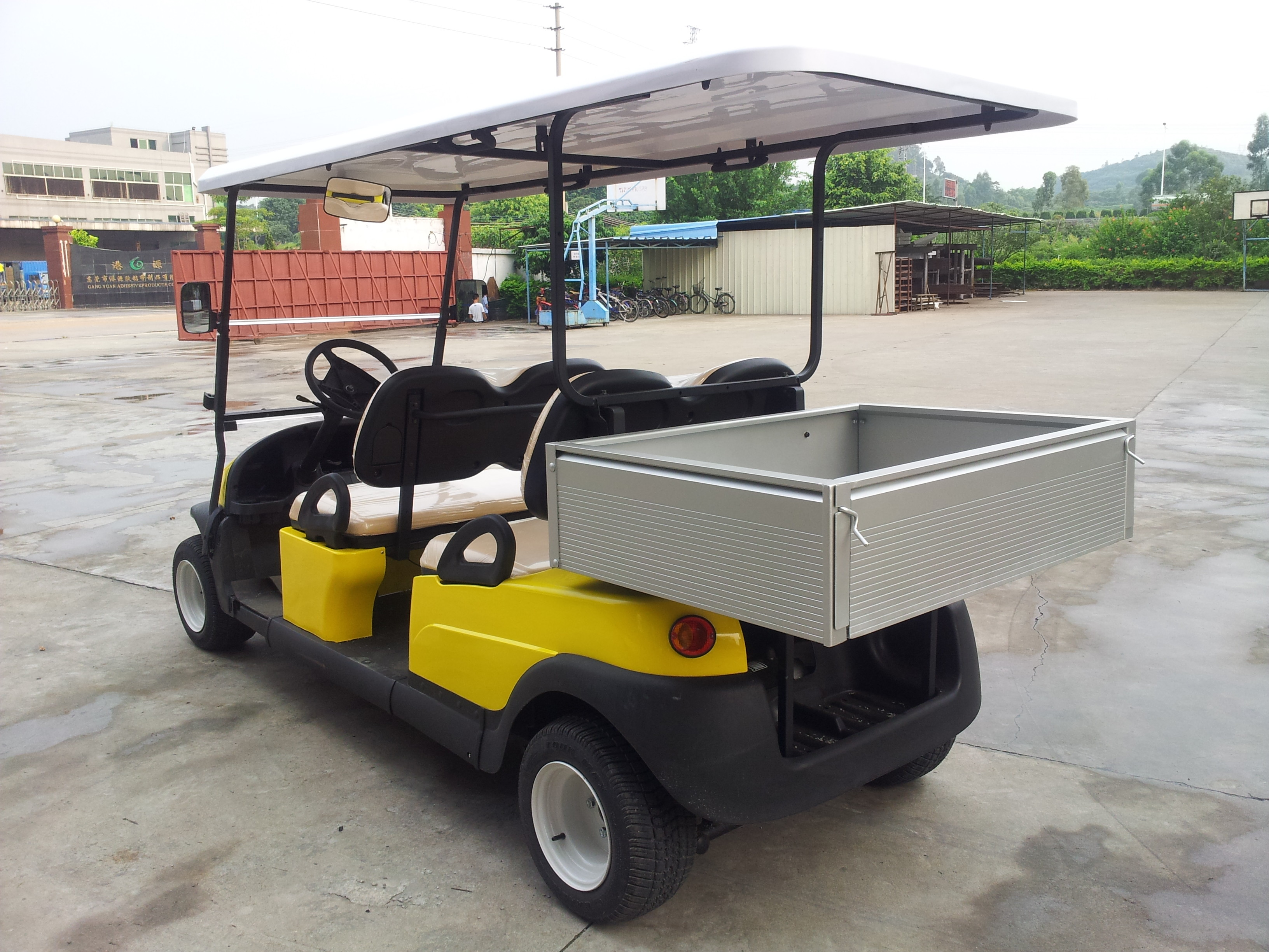 Avant - Garde Practical 4 Seater Golf Cart , 4 Wheel Drive Golf Cart With The Rear Packing